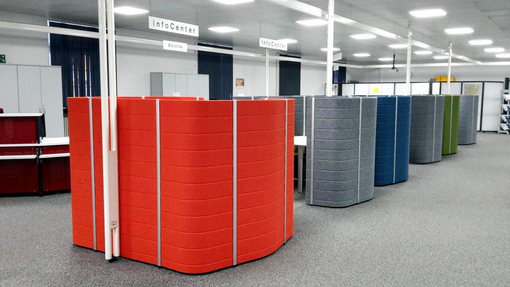 """""""Working bays"""". die neuen Arbeitsplätze im Infocenter."""